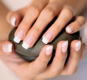 Cómo quitar las uñas de gel sin estropear las uñas naturales