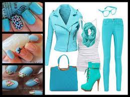 manicura color azul verdoso