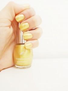 Esmalte dorado para manicura Ruffian