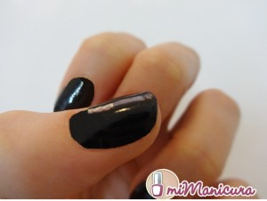 manicura color negro
