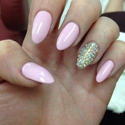 Almond-Nails-cortas