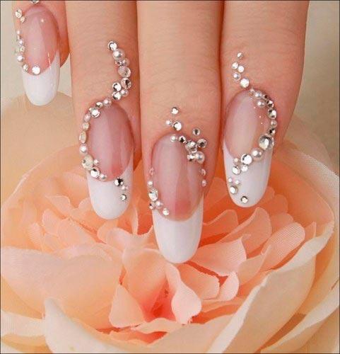 Decorado de uñas con perlas